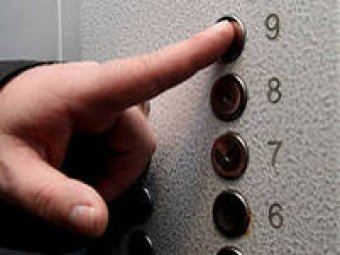 В Москве 14-летняя девочка разбилась, упав в шахту лифта