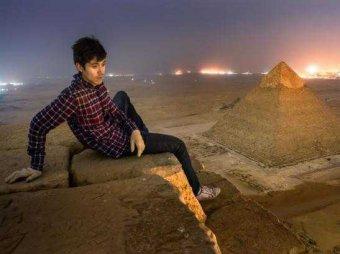 Российские туристы взобрались на египетскую пирамиду ради эффектных фото
