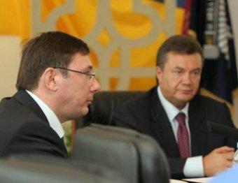 Янукович помиловал экс-главу МВД Луценко