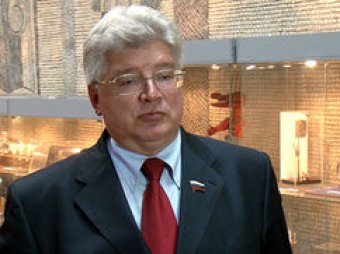Хулиган ударил сенатора по лицу возле здания Совфеда в Москве