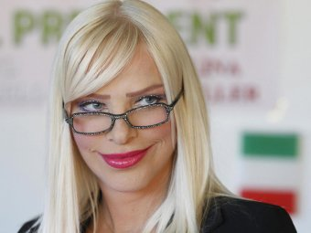 Итальянская порнозвезда Чиччолина решила вернуться в политику