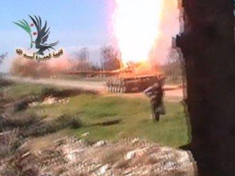 В Сирии повстанец взорвал танк через дуло