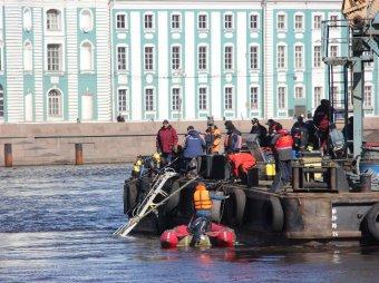 На борту поднятого со дна Невы буксира найдены тела членов экипажа