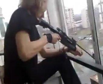 На западе Москвы подросток расстрелял 4 человек, перепутав их с воробьями