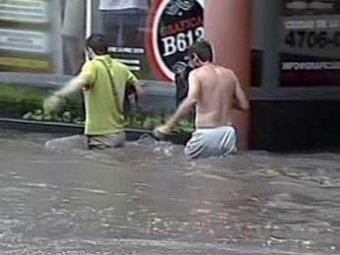В Аргентине жертвами аномального наводнения стали полсотни человек