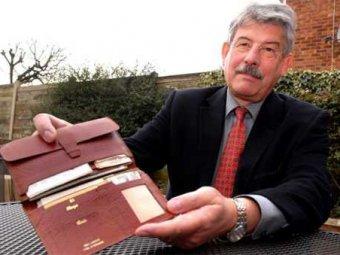 Мужчина получил невредимым свой кошелёк, потерянный 35 лет назад
