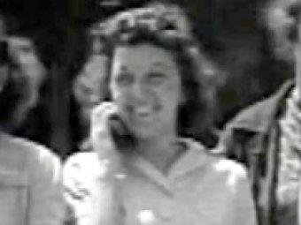Раскрыта тайна девушки, пользующейся мобильным телефоном на видео 1938 года