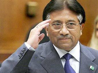 Арестованный экс-президент Пакистана сбежал из здания суда и забаррикадировался у себя в поместье