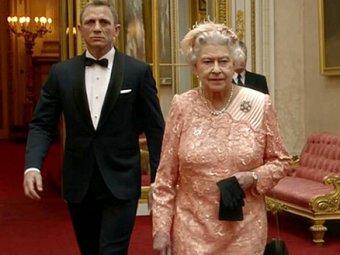 Королева Елизавета II стала самой запоминающейся девушкой Бонда