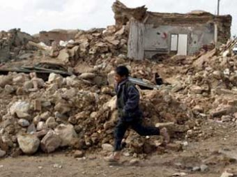 В Иране сильным землетрясением разрушено три города, 37 человек погибли и 800 ранены