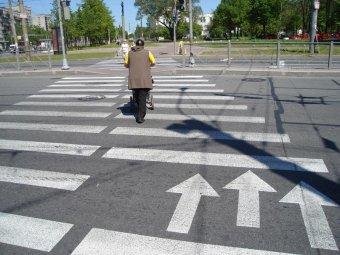 В Москве иномарка сбила насмерть беременную женщину