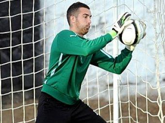 Вратарь турецкого клуба избил фаната, выбежавшего на поле