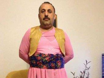 В Иране мужчину нарядили в женское платье, чтобы наказать