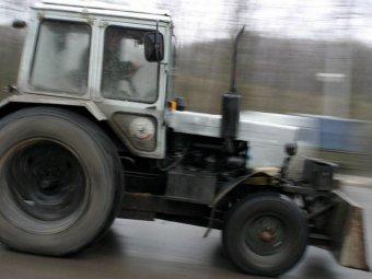 Под Новосибирском трактор без водителя насмерть задавил человека