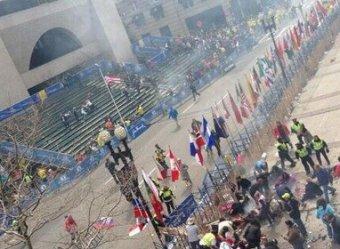 На знаменитом Бостонском марафоне раздались два мощных взрыва: есть раненые