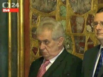 Скандал: президент Чехии пришел пьяным на официальный прием