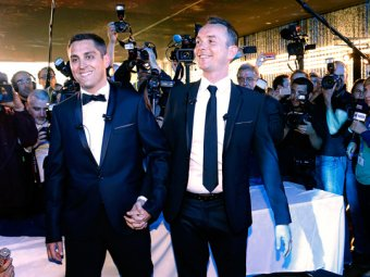 Во Франции со скандалом состоялась первая гей-свадьба
