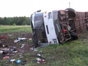 Автобус из Казахстана разбился под Самарой: более 20 человек пострадали