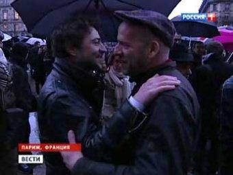 Президент Франции официально разрешил однополые браки