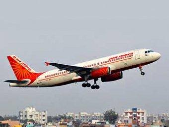 Индийские пилоты посадили за руль стюардессу, а сами ушли спать