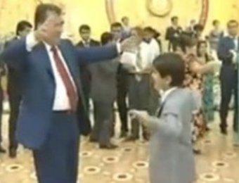В Таджикистане заблокировали Youtube из-за видео с танцующим президентом