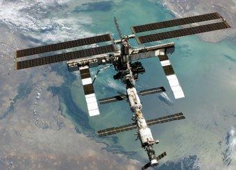 МКС на фоне Луны приняли за НЛО