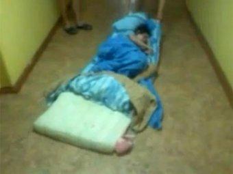 В детском лагере Чувашии вожатые издевались над детьми с помощью матрасов