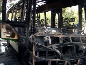 В Пакистане боевики взорвали автобус и больницу: 23 погибших