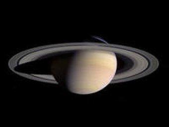 Зонд NASA сфотографировал огромное яйцо рядом с Сатурном