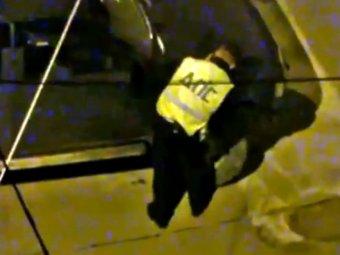 Во Владивостоке инспекторы ДПС по ночам прокалывали шины у машин