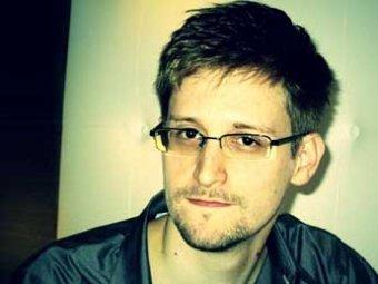 """Сноуден """"завис"""" в """"Шереметьево"""" из-за аннулированного паспорта"""