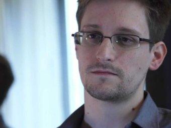 Сноуден принял предложение руки и сердца от Анны Чапман