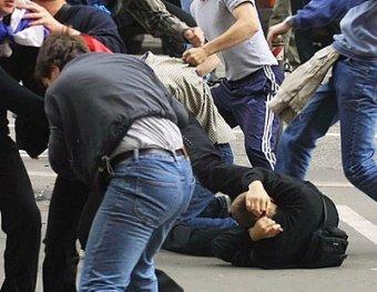 В петербургском метро футбольные фанаты устроили бойню в боксерских перчатках