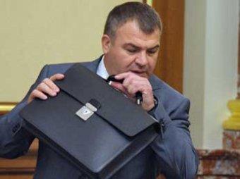 Следователи отказались завести дело на Сердюкова