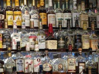 Госдума хочет запретить продажу алкоголя за наличные