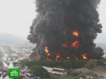 В Венесуэле молния подожгла нефтезавод