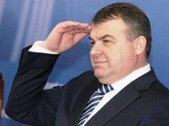 СМИ: прокуратура простила Сердюкову незаконную продажу леса и озера