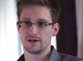 Отец Сноудена едет в Россию