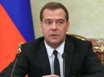 Медведев: россиянам придется менять работу, профессию и место жительства