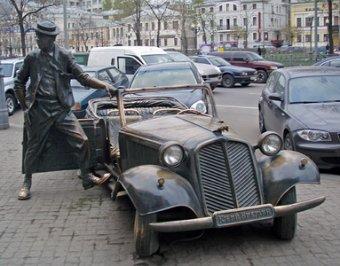 Сторонники Навального осквернили памятники Высоцкому и Никулину