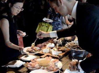 Журналисты в первый день саммита съели 26 тонн продуктов