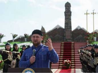 Кадыров открыл памятник чеченкам, убивавшим русских солдат