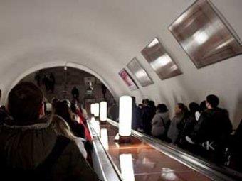 Шесть китайских туристов упали с эскалатора на станции метро «Парк Победы»