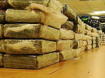 В багаже пассажиров самолета Каракас-Париж найдено свыше тонны кокаина