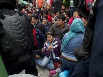 В Мехико учителей разогнали танками, ранены 40 человек
