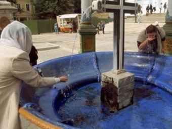 Австрийские ученые выяснили, что святая вода опасна для здоровья