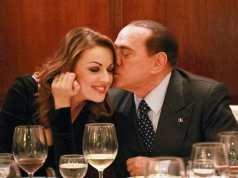 СМИ: невеста Берлускони оказалась лесбиянкой