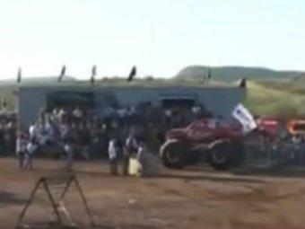 Обнародовано видео гибели 8 человек под колёсами монстр-трака в Мексике