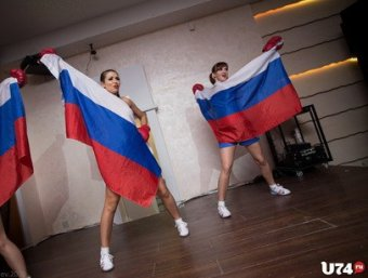 Скандал: на Урале стриптизерши станцевали с российским флагом