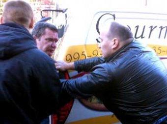 """Кикбоксера и его брата заподозрили в нападении на машину главы """"Росбалта"""""""